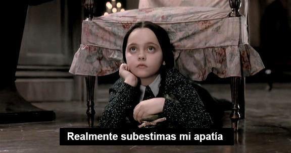 Puedes contar en una mano las cosas que realmente te importan en la vida:   17 Señales de te que has convertido en Merlina Addams