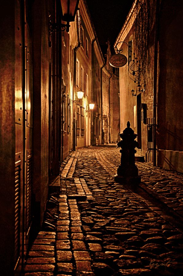 old city ​​street in the night