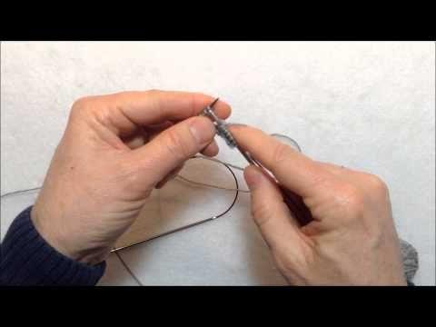 Comment tricoter 2 bas en même temps avec 2 aiguilles circulaires | Le gars qui tricote