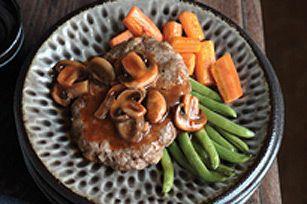 Biftecks Salisbury façon campagnarde--------------------Quoi de mieux, pour garnir ce plat classique réconfortant fait de tendres galettes de bœuf haché, que des champignons sautés enrobés de sauce barbecue? À essayer sans faute!