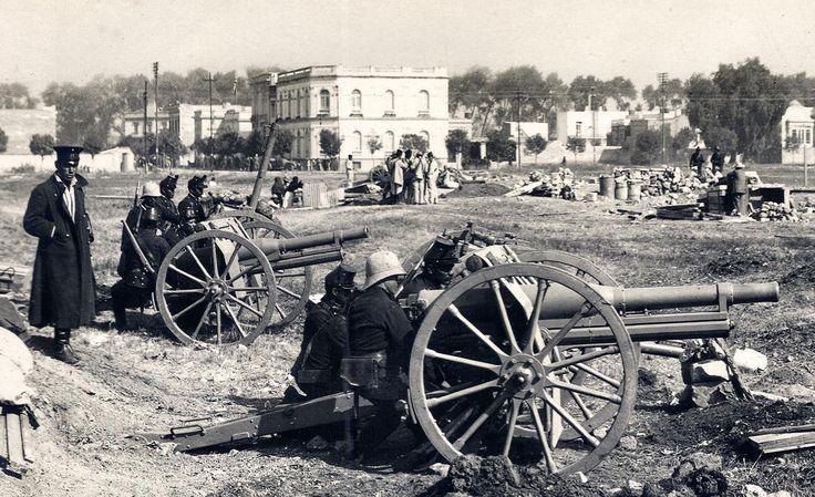Artilleria ubicada en Paseo de la Reforma cruce  con Lerma. 1913