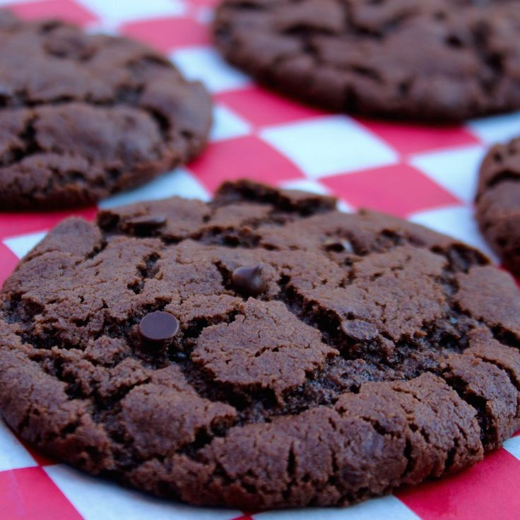 Double Chocolate Chip Cookies! Super chocolatey, sweet and gooey. #vegan #cholesterolfree
