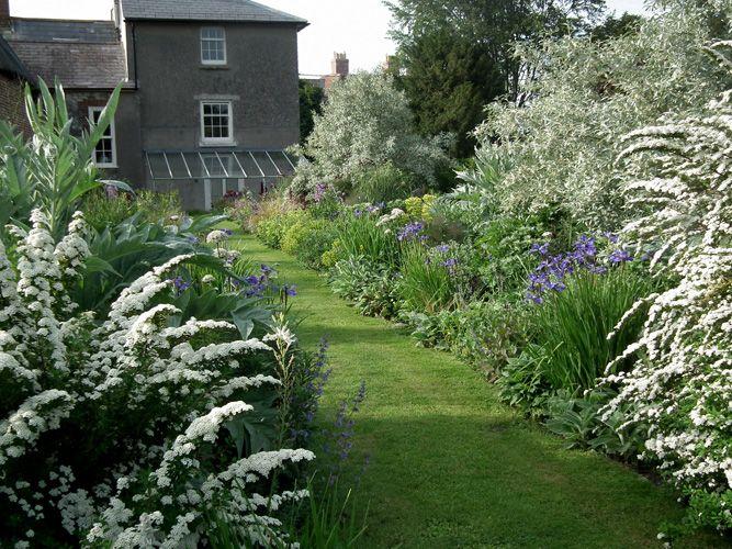 Jane Hurst Garden Design A Garden For A Farmhouse English Garden Style Garden Design Garden Styles
