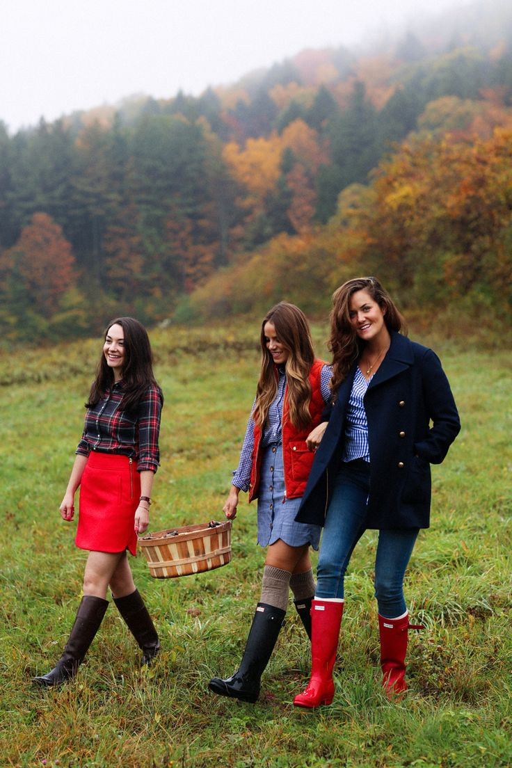 New England Classic Style | Apple picking | Navy blue coat, plaid, boots.