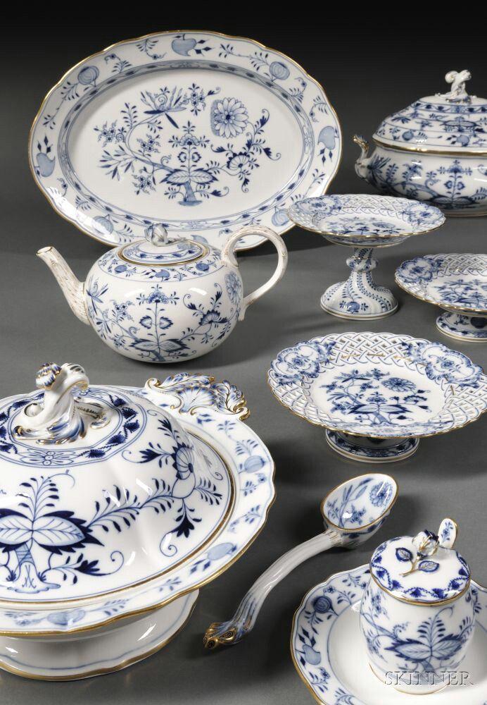 Extensive Meissen Blue Onion Pattern Porcelain Dinner Service