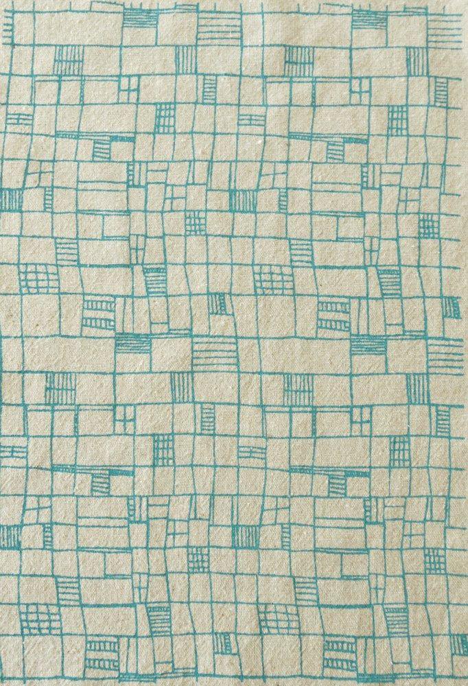 ik wilde dat ik zoiets zelf kan ontwerpen, zo duidelijk, levendig en toch alleen rechte lijnen fences - screenprinted fabric in london