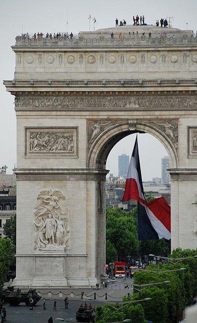 Arc de Triomphe avec Tricolore, Paris, France cannot wait to go see this this summer!!!!!!!!!!!!!!!!!!!!