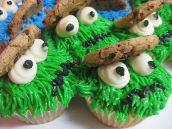 Fun cupcakes of Oscar the Grouch. You don't have to be a kid to want one!