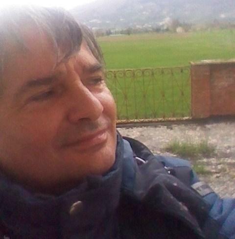 Visita il mio sito web per contattarmi http://www.infobellezza.com/GiuseppeDeLuca De Luca Giuseppe #Spoleto ( #Perugia ) Salve, mi chiamo Giuseppe De luca, ho 53 anni e abito a Spoleto (perugia)  Lavoro come operaio comunale. Io credo che ci sono due destini,quello pigro che ti fa dire é questa la mia vita era destino., e quello realistico che ti fa pensare se voglio posso avere di meglio,ed io non mi fermo perché voglio avere il meglio. Come e perché mi trovo in #Umica: