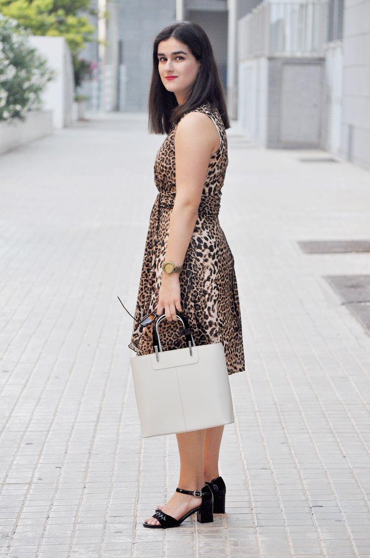 something fashion italy italianbloggers valencia spain cheetah dress leopard fashionblogger streetstyle