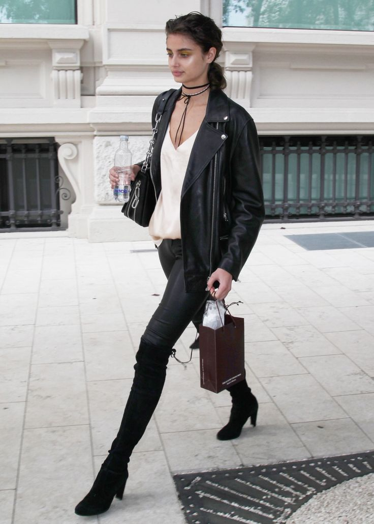 We're seeing this look all over the streets of New York and it's so easy to replicate!  Black jeans and your favorite v-neck - adding a simple choker makes it instantly modern.