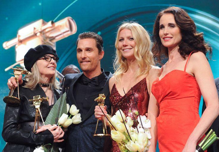 IlPost - Gli attori americani Diane Keaton (68) , Matthew McConaughey (44), Gwyneth Paltrow (41) e Andie MacDowell (55) alla Golden Camera, la cerimonia di consegna dei premi tedeschi per il cinema e la tv. (AP Photo/ Britta Pedersen,Pool) - Gli attori americani Diane Keaton (68) , Matthew McConaughey (44), Gwyneth Paltrow (41) e Andie MacDowell (55) alla Golden Camera, la cerimonia di consegna dei premi tedeschi per il cinema e la tv. (AP Photo/ Britta Pedersen,Pool)