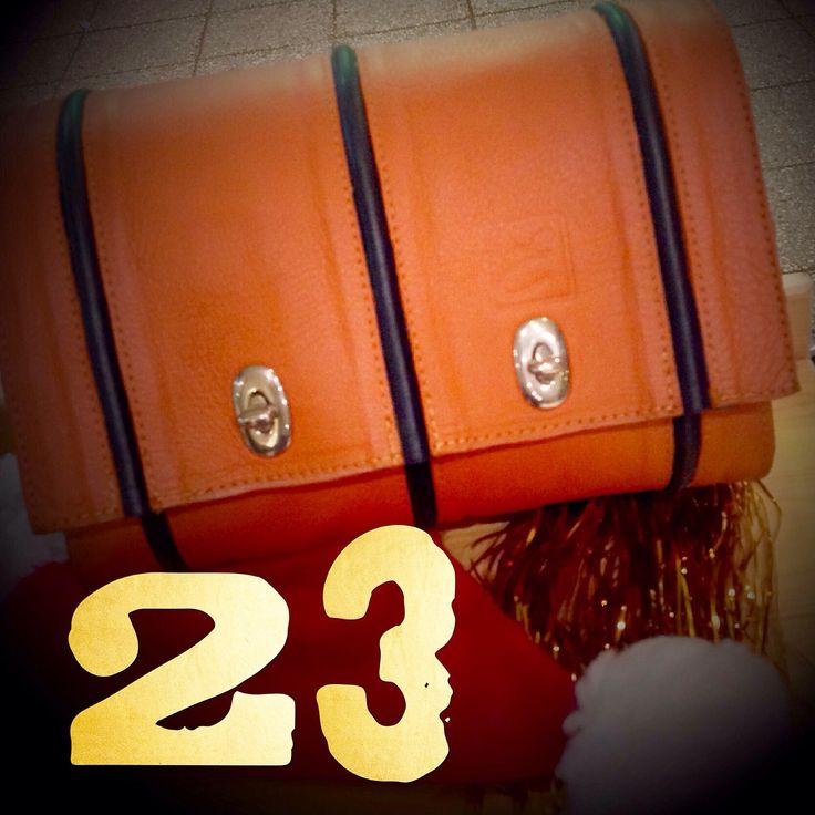 Einmal werdet Ihr noch wach - und findet dann vielleucht diese Orange Ledertasche   Emmanuel Dumas . Fatt' a mano Ledertaschen und Accessoires handmade in Hamburg