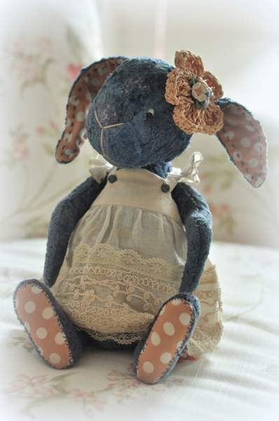 Niusia By Zhanna Zimokosova - Vintage plush hand died . Filled with sheep wool and mineral granulate. Toned with oil and pastel crayons.