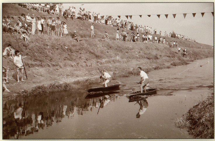 La competizione durante il palio dei barchini - 1982