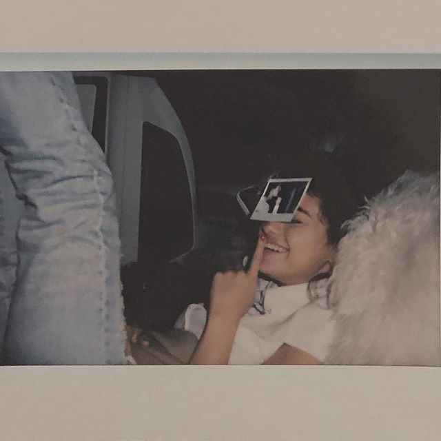 Selena Gomez repost the same photo but with a different filter @selenagomez volvió a publicar la misma foto pero con diferente filtro #SelenaGomez #JustinBieber #BadLiar #BestMusicVideo #iHeartAwards