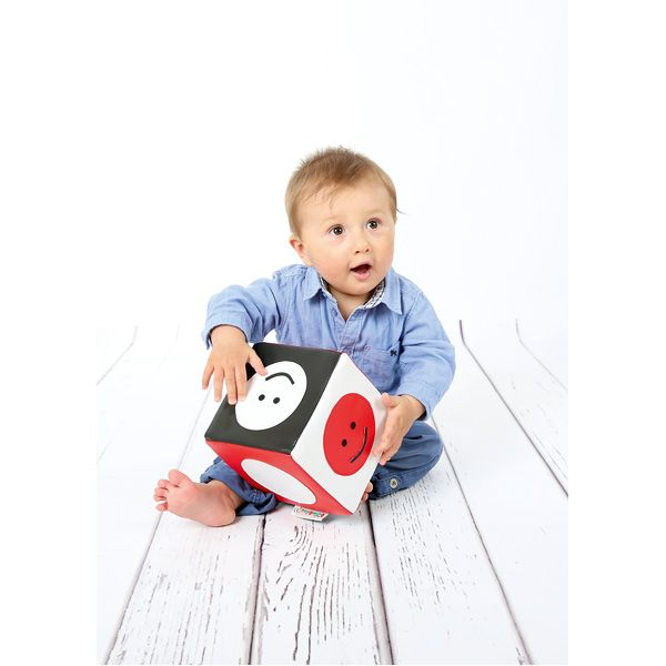 Kostka kontrastowa do stymulowania wzroku dziecka #visual #stimulation #infants #baby #view  http://www.mojebambino.pl/percepcja-wzrokowa/10898-kostka-kontrastowa-bialo-czarno-czerwona.html