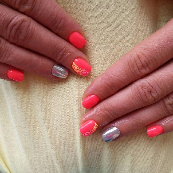 ChroMirror 💞 #notpolish #nails #nailart #naildesign #nails2016 #crystalnails #nailstagram #crystalnailsnailart #budapest #instanails #instagood #nagel #naildecor #instadaily #summer #nailoftheday #nails2inspire #köröm #műköröm #handpainted #likeforlike #gellak #summernails #dailynailart #like4like #korall #uvcolor #neonnails #chromirror #sugareffect