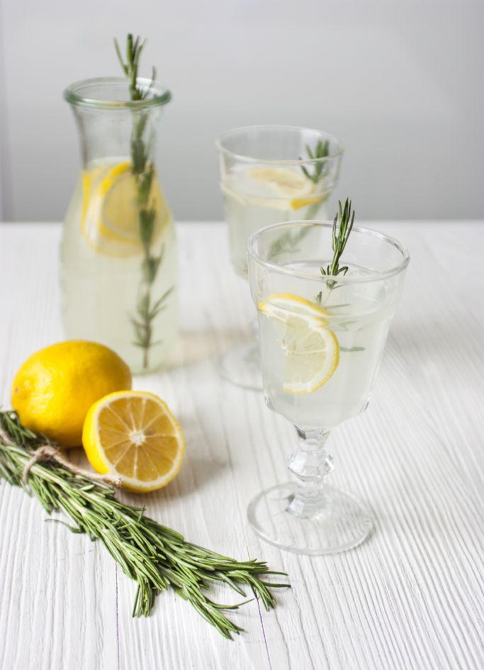 Рецепт домашнего лимонада с розмарином. Homemade lemonade with rosemary