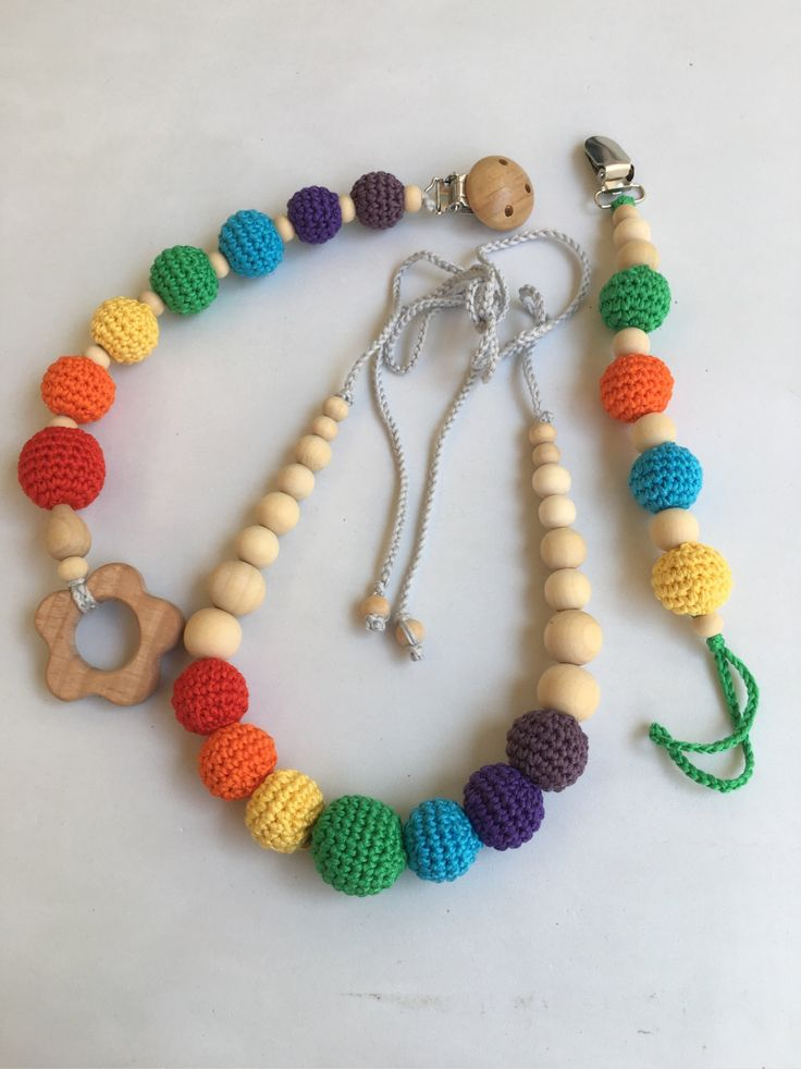 Conjunto de collar de lactancia +juguete de dentición + chupetero. Modelo  Colorines. 100% hecho a mano. Nursing necklace.Teething Bracelet de Trapitobebe en Etsy