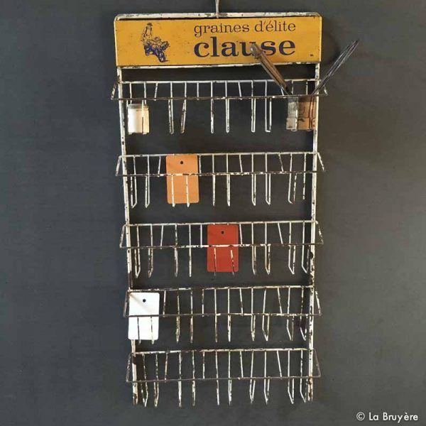 """Présentoir publicitaire pour sachets de """"GRAINES D'ELITE CLAUSE"""". En tôle avec rouille stabilisée. 25 emplacements de 8 x 5,5 x 12 cm."""