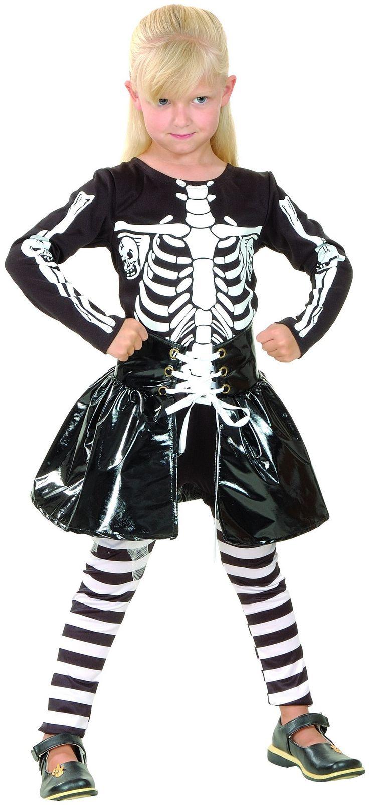 Questo travestimento da bambina è perfetto per Halloween. Si tratta di una maglia nera con uno scheletro bianco disegnato sul davanti. La gonna nera lucida, è molto comoda, si potrà stringere o allargare. I leggings, a strisce orizzontali bianche e nere, sono compresi nel travestimento. Questo vestito da bambina scheletro per Halloween non ti deluderà!