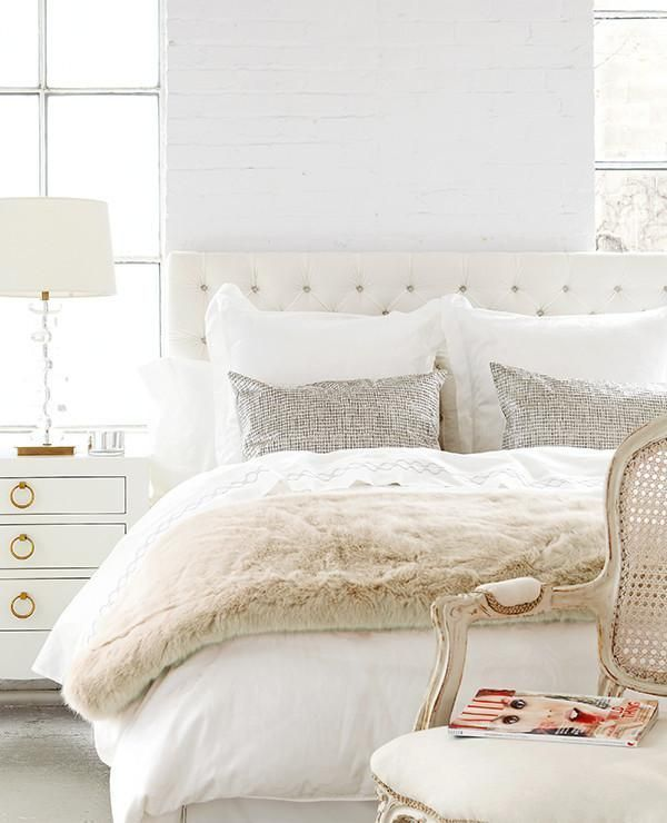 Love this soothing palette of white and creams w/touch of light grey.
