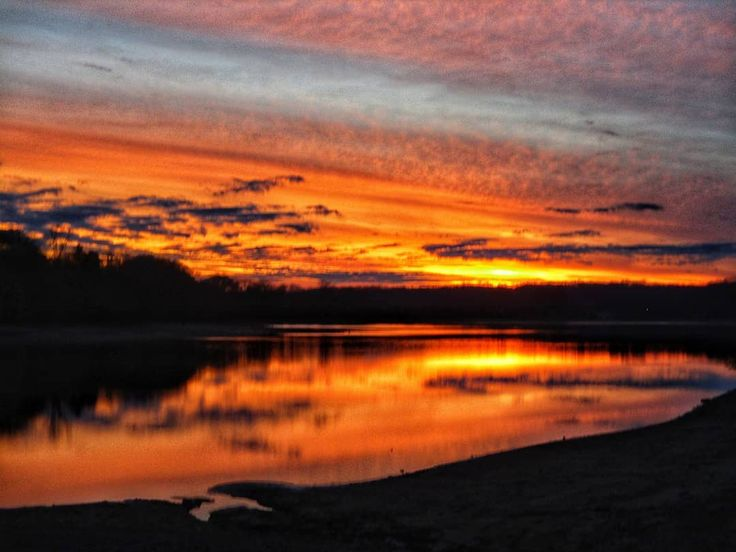 #timsfordlake #lakeview #midtn #lakeside #reflection_shotz #estillsprings #tennesseesunset #sunset_lover #sunset_madness #sunsetlovers #sunset_hub #sunsetsniper #chasingthegoldenhour #lovenature #nature_perfect_day #horizonline #solohike #livelifeoutside #hikingislife #tnstateparks #nationalparks #ventureout #canonpowershot #canonphotography #mycanonstory #visualwanderlust #adventurethatislife #themountainsarecalling #cloudz_delight #cloudscape