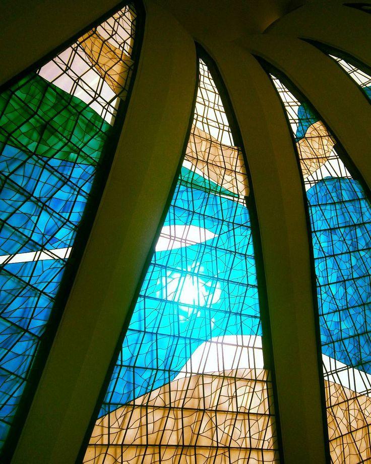 "Catedral Metropolitana de Brasília ""Sunday"" #sun #güneş #sol #sunday #domingo #pazar #vitral #vitray #stainedglass #art #arte #sanat  #catedral #cathedral #church #iglesia #arquitetura #architecture #modern #architect #oscarniemeyer #travel #viagem #viaje #seyahat #photooftheday #catedralnossasenhoraaparecida #catedraldebrasilia #brasilia #brazil http://turkrazzi.com/ipost/1524307543572558737/?code=BUnbaJ_FzOR"
