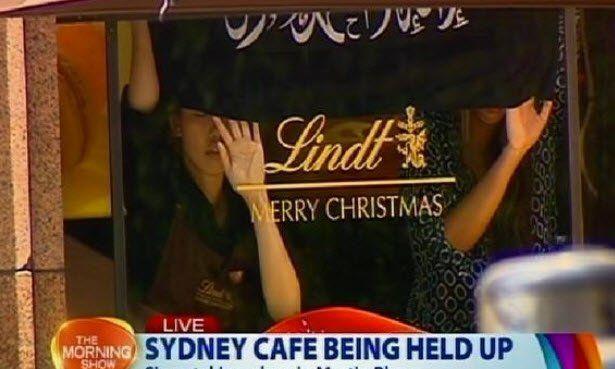 Fernsehbild: Der australische Channel 7 zeigt Bilder einer Geiselnahme in Sydney. Im Lindt-Café werden mehr als ein Dutzend Menschen festgehalten - mutmaßlich von Islamisten....