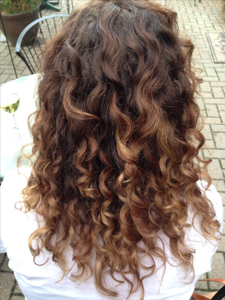 Naturally curly hair Carmel ombré by the best in the business: Michelle