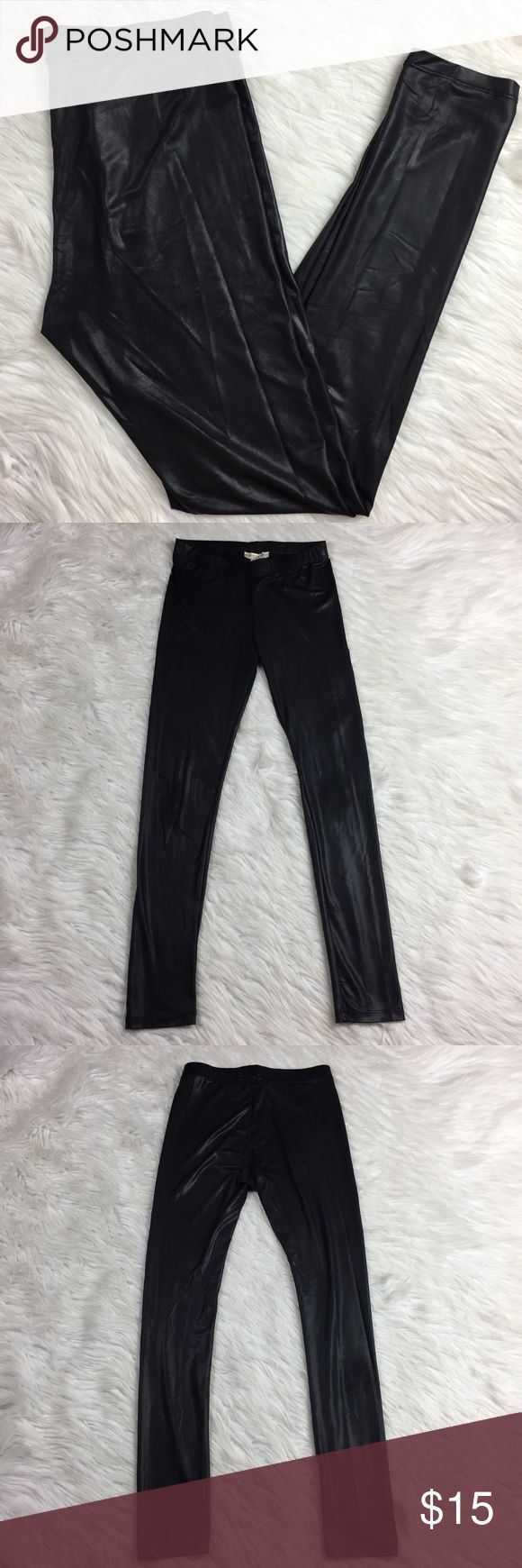 """•• Arden B Liquid Leggings • Black Full Length Arden B liquid leggings in good condition overall. Very faint fabric thinning throughout. The higher rise waist band makes them very comfortable and flattering to many body shapes. These are perfect for dressing up and down. The fabric is thin and light weight. Looks really great layered.  Measurements(approx.) Inseam: 28"""" Waist: 13""""  Comes from a pet free smoke free home. (LLR0-0558) Arden B Pants Leggings"""