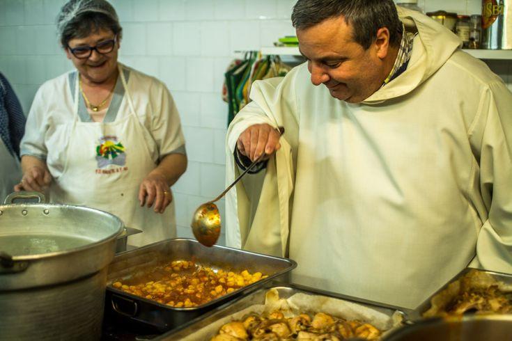 Mangiare con i monaci a Fonte Avellana: come prenotare al refettorio