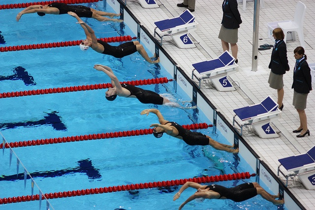 Missy Franklin of the USA leads the way at the start of the 200m backstroke final at London 2012.      World finest athletes See Usain Bolt 100m video http://www.joggingtoloseweight.org/olympics-star-usain-bolt/