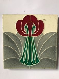Art Nouveau tile with stylised flower