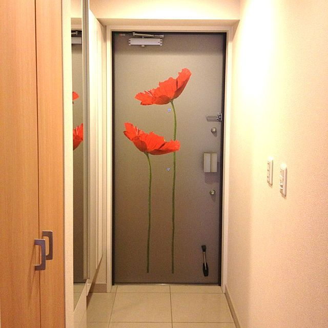 Ikeaのカラフル雑貨がポイント 元気になれるインテリア ドア