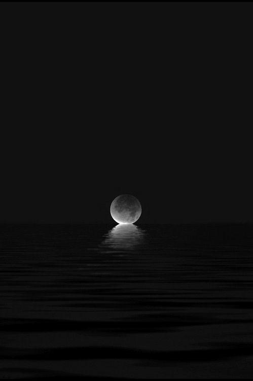 """""""Cuando hay luna llena me lleno de buenas vibras y ganas de ir en búsqueda de una buena aventura o un romance que me atrape."""""""