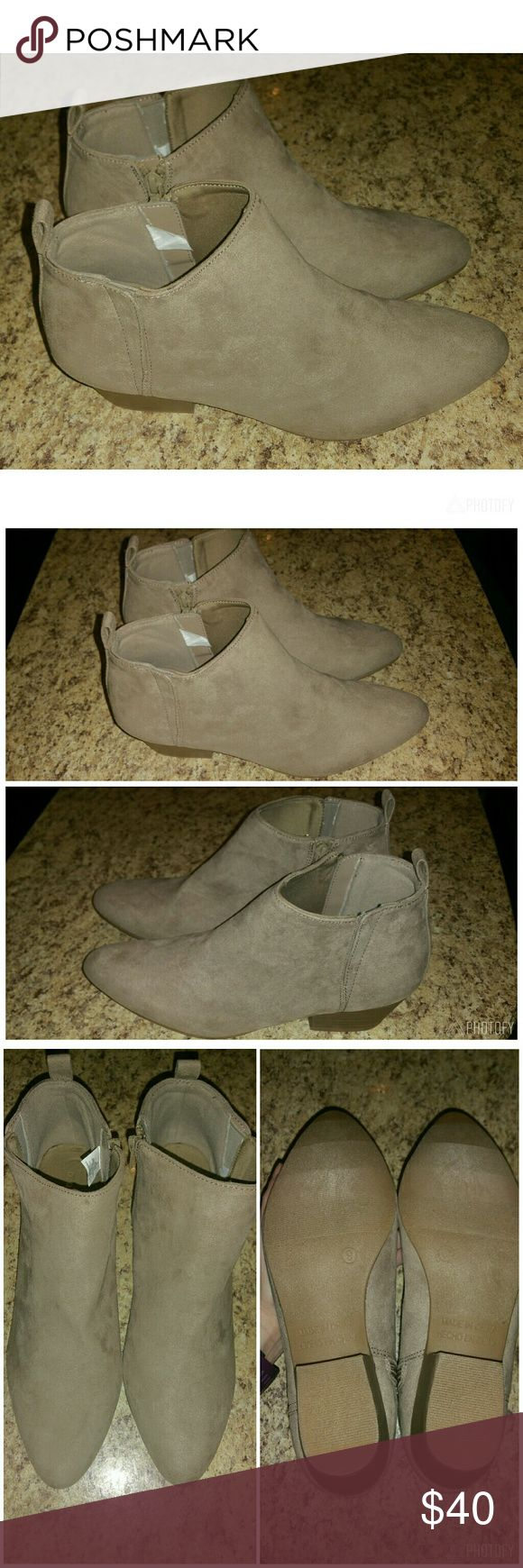 👢 Cute Old Navy Taupe Beige Ankle Booties Boots 9 -Brand: Old Navy  -Style: Ankle length boots with side-zip closure  -Color: Taupe  -Size: Women's 9 -Material: Faux Suede  -Pointed toe  -Sueded lining and cushioned footbed  -Flocked rubber outsole  -Condition: New Without Tags Old Navy Shoes Ankle Boots & Booties