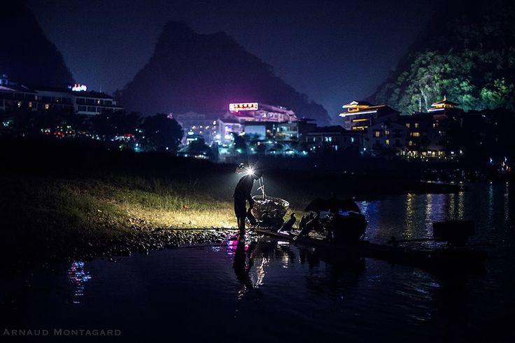Long Night. Fisherman in Yangshuo, China - Arnaud Montagard