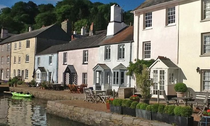 PROPERTY OF THE WEEK Berry Cottage, Dittisham (Sleeps 4) An immaculately presented Grade II listed waterfront retreat in an idyllic and picturesque location, boasting stunning and uninterrupted views across the River Dart. Situated on The Quay in the pretty village of Dittisham, the former 19th Century fisherman's cottage, has been refurbished in recent years to create a luxurious, comfortable and cosy holiday home. From £575 per week