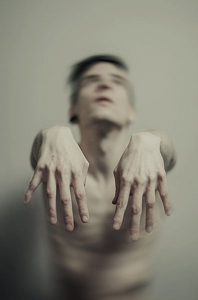 Creepy Portrait Photography by Manuel Estheim http://www.cruzine.com/2013/05/14/creepy-portrait-photography-manuel-estheim/