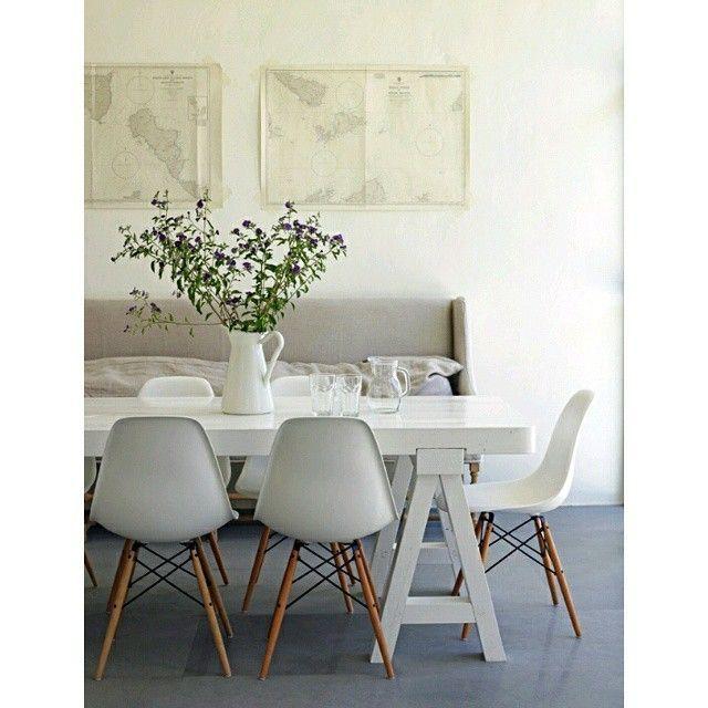 Las sillas #eames acompañando una mesa rectangular enmarcando un estilo muy minimalista, aspecto característico de los espacios escandinavos. #ComedoresConEstilo