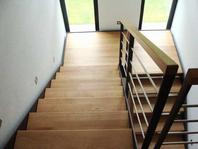 Gut gemocht Ständig Offenes Fenster Im Treppenhaus Frisch Stahlwangentreppe UM91