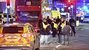 Τι ανακοίνωσε η βρετανική αστυνομία για τους δράστες της επίθεσης στο Λονδίνο   Η βρετανική αστυνομία ανακοίνωσε την Κυριακή ότι θα δώσει στη δημοσιότητα τα ονόματα των τριών ανδρών οι οποίοι σκότωσαν επτά ανθρώπους στην επίθεση του Σαββάτου στο Λονδίνο αμέσως μόλις είναι επιχειρησιακό δυνατό... from ΡΟΗ ΕΙΔΗΣΕΩΝ enikos.gr http://ift.tt/2stt3PU ΡΟΗ ΕΙΔΗΣΕΩΝ enikos.gr