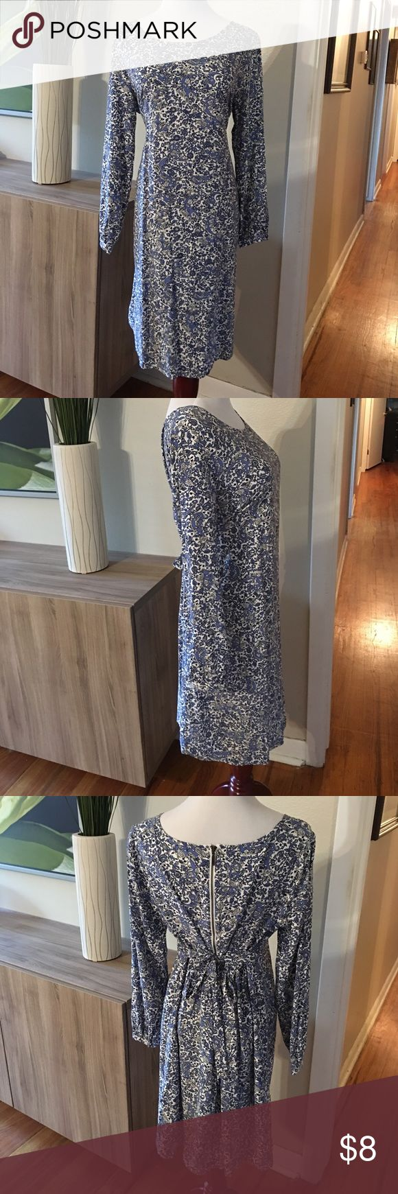 Old Navy maternity dress size medium Old Navy maternity dress size medium. This dress has a button at the end of the long sleeve. Very light and airy. Has a zipper and ties on the back to show off your growing bump. Old Navy Dresses