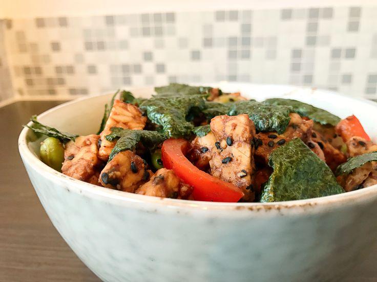 Soms bedenk je per ongeluk van die recepten die ontzettend goed lukken, zoals deze eiwitrijke Japanse wok. Gezond, vezelrijk, superlekker én snel klaar!