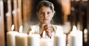 ¿Cuáles son los 7 sacramentos de la Iglesia Católica Romana?. Los siete sacramentos implican ceremonias que se celebran en los momentos importantes de la vida de los cristianos. Las ceremonias simbolizan lo que debería ser sagrado y significativo en la vida de uno. Todos los sacramentos simbolizan el compromiso de una persona con la Iglesia y con Cristo. Además son conducidos por un sacerdote o un obispo de ...