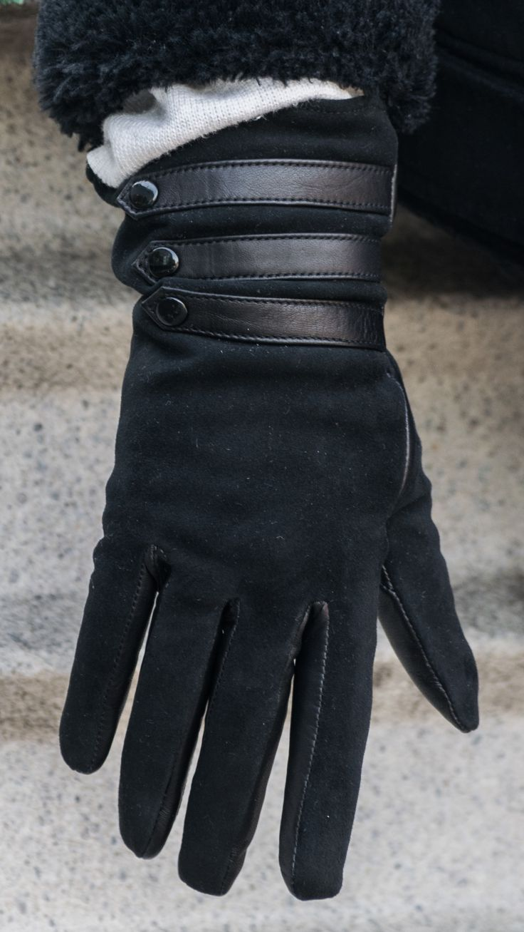 Women's leather gloves, wool lined. Webshop: www.alpagloves.com