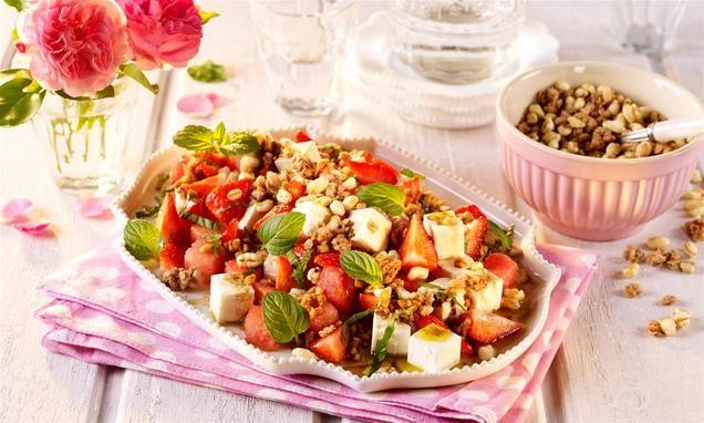 rezept-Melonensalat mit Erdbeeren und Knusper Honeys