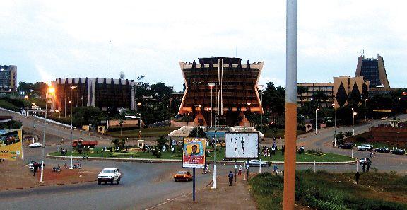Le FMI prévoit une  légère  reprise de léconomie camerounaise https://t.co/r2MDLab7Cw
